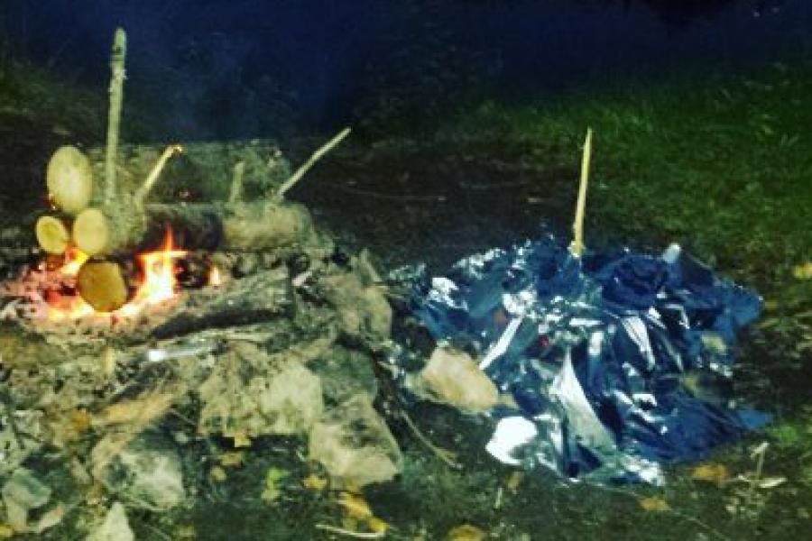 Recette camping – Poitrines de poulet style Kebab au bacon dans un fumoir improvisé