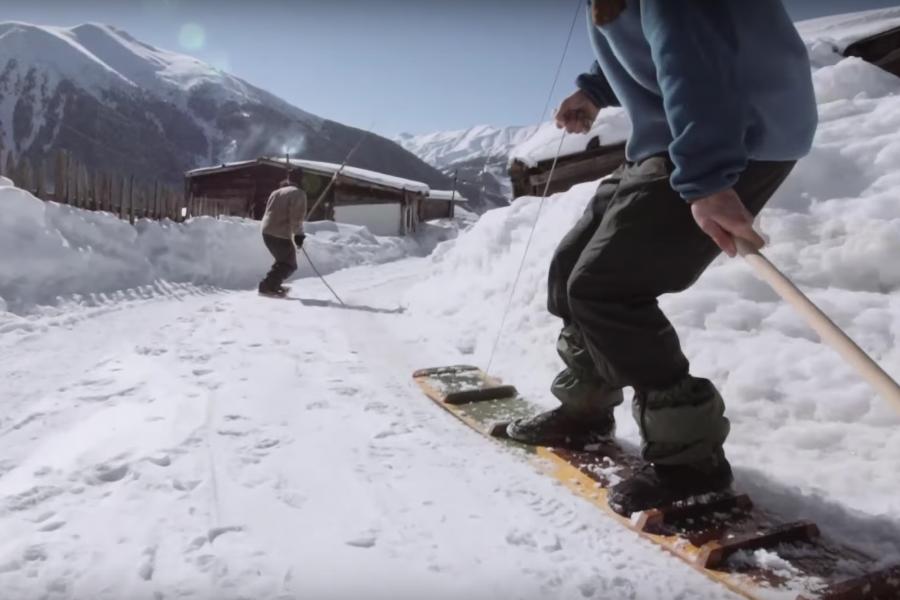 Découvrir un peuple qui pratique le snowboard depuis 300 ans !