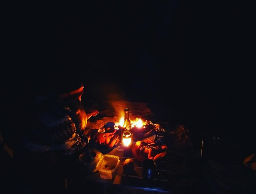 Recette de homard sur la braise de son feu de camp - Faire un feu de camp dans son jardin ...