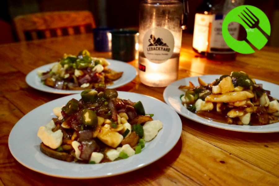 Cuisine refuge – La Poutine LeBackyard aux Jalapeños Poppers!