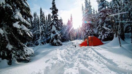 Pourquoi vous devriez essayer le camping d'hiver!