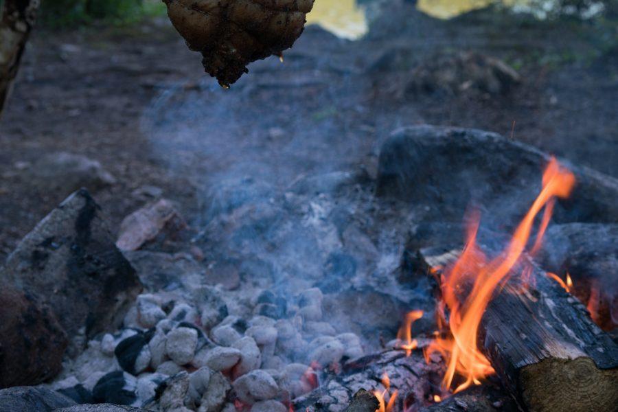 Cuisine camping: Les poulets volent bas !